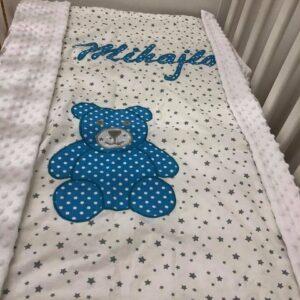 babydecke-mit-namen-sendoro-shop-geschenk-weiß-grau-Sterne-bär