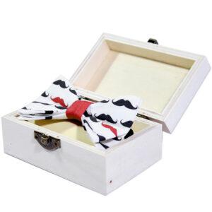 kinderfliege-schleife-jungen-blau-weiß-in-geschenkbox-sendoro-shop-lollipop-baby-geschenk-schnurrbart-designer