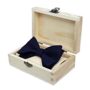 kinderfliege-schleife-jungen-dunkelblau-weiß-in-geschenkbox-sendoro-shop-lollipop-baby-geschenk-baby-geburtstag
