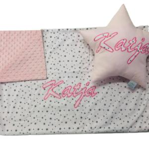 babydecke-minky-bestickt-personalisiert-handmade-sendoro-shop-rosa-weiß-sterne-ni-na-design-mit-namen-geeschenk-geburt-taufe