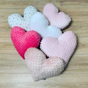 minky-babykissen-dekokissen-babybett-weiß-pink-rosa-weiß