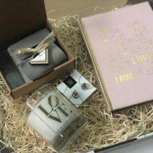Geschenk Box Freundin rosa schmuck notizbuch duftkerze
