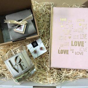 Geschenk Box Freundin rosa schmuck notizbuch duftkerze ohrringe
